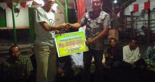 Penyerahan Hadiah di Kebahagian Pemuda Pemudi Beji Tengah di HUT RI Ke-72