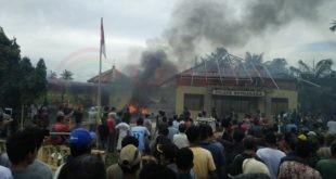 LensaHukum.co.id - KRIMINAL 3. Amuk Masa Berujung Pembakaran Kantor Mapolsek di Aceh Tamiang. 1 310x165 - Amuk Masa Berujung Pembakaran Kantor Mapolsek di Aceh Tamiang