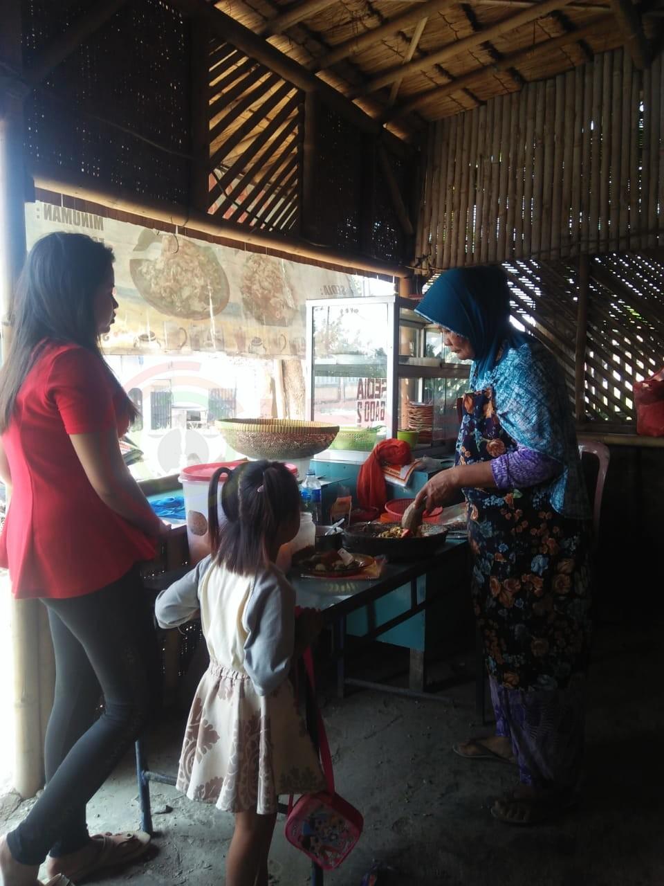 LensaHukum.co.id - IMG 20190630 WA0078 - Warung Gado-gado Ibu Wates di Kunjungi Artis Sinetron Jesica