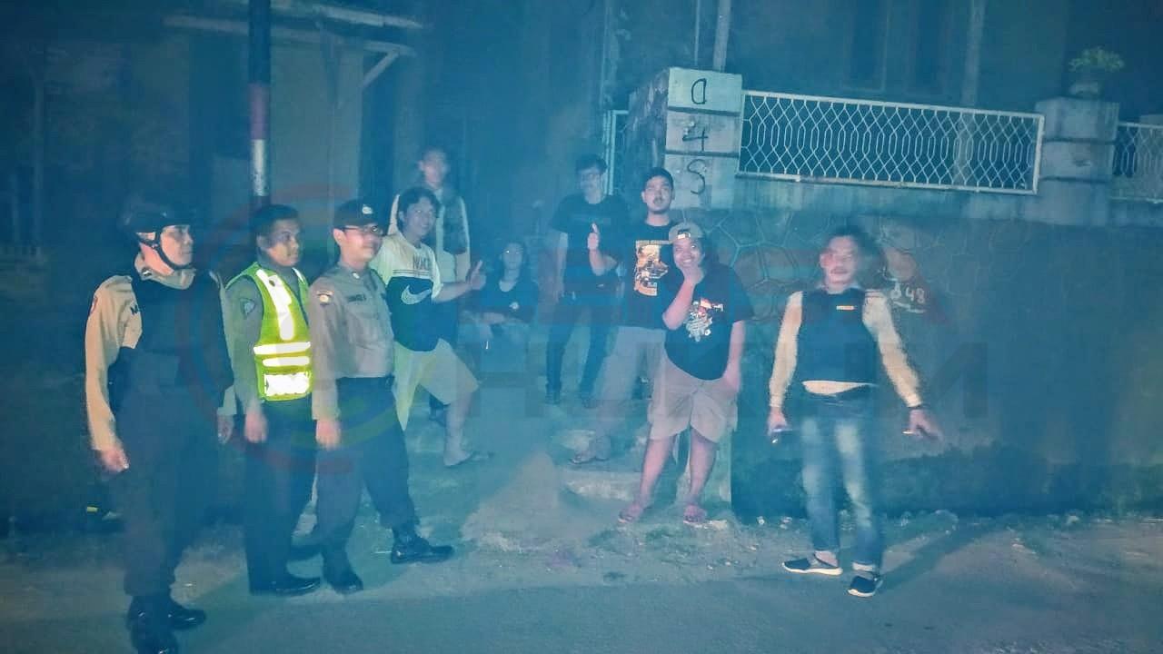 LensaHukum.co.id - IMG 20190805 WA0016 - Cegah Kriminal Pasca Pemadam Listrik Personil Polsek Anyer Laksanakan Patroli