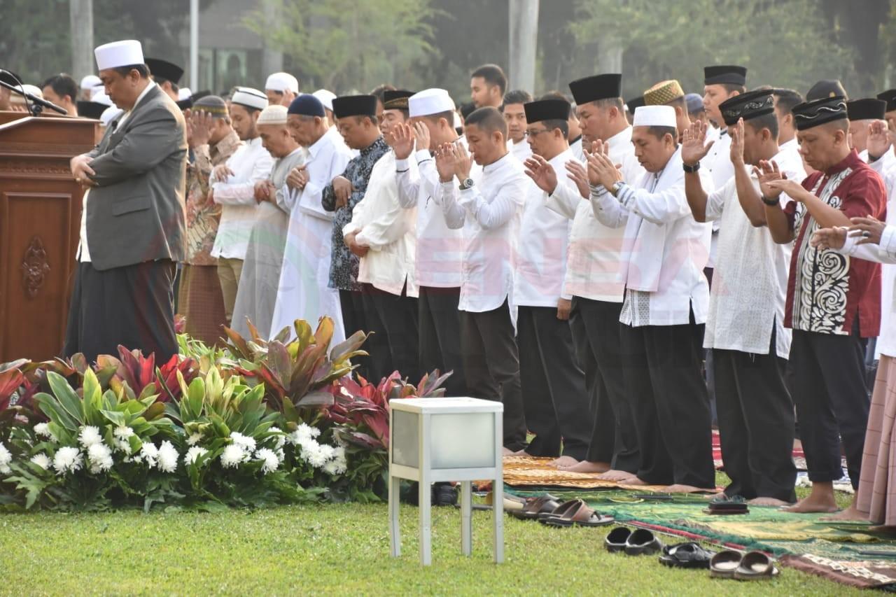LensaHukum.co.id - IMG 20190812 WA0006 - Bersama Ribuan Warga Pangdam Sholat Idhul Adha Di Lapangan Makodam Jaya
