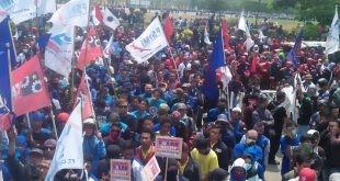Aksi Demo Gabungan Serikat Buruh Kabupaten Bekasi Tolak Revisi UU No.13 Tahun 2003